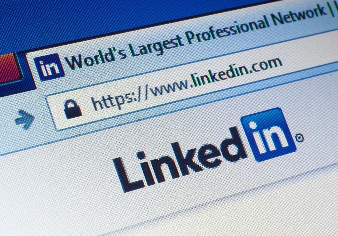 linkedin website URL, tab heading and logo on computer screen